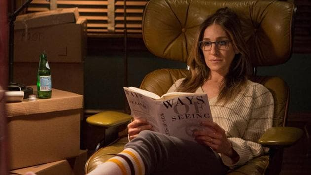 Sarah Jessica Parker from the movie Divorce, reading a book at home.