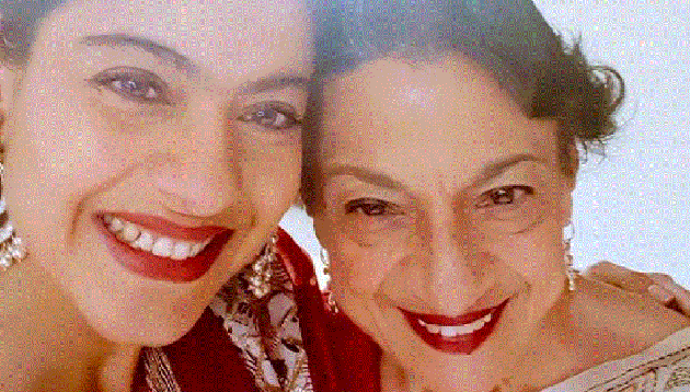 (Kajol posted a warm picture with her mother actor Tanuja.)