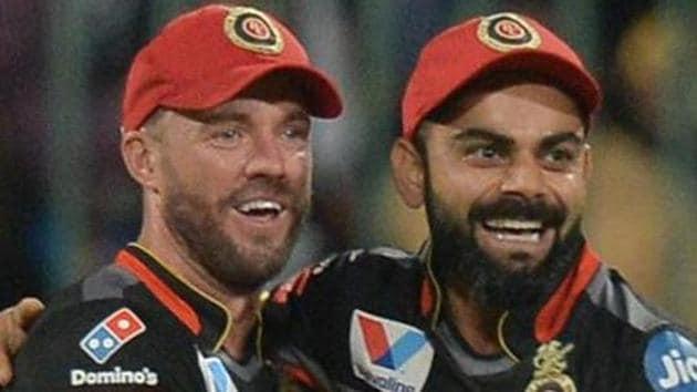 AB De Villiers (L) with Virat Kohli.(AFP)