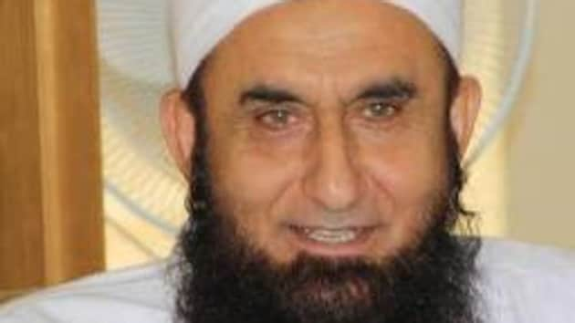 According to news agency ANI, Maulana Tariq Jameel made the comments during the Ehsaas Telethon fundraising event on Thursday as Imran Khan looked on.(Twitter)