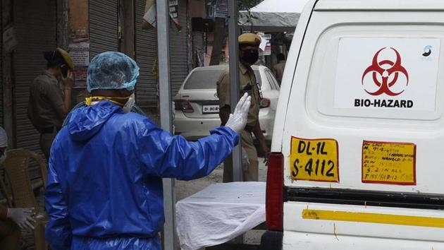 Delhi recorded a huge jump in cases on Sunday with 293 people testing positive for Covid-19, taking the total to 2,918. Fifty-four people have died of the disease so far.(Vipin Kumar/HT file photo)