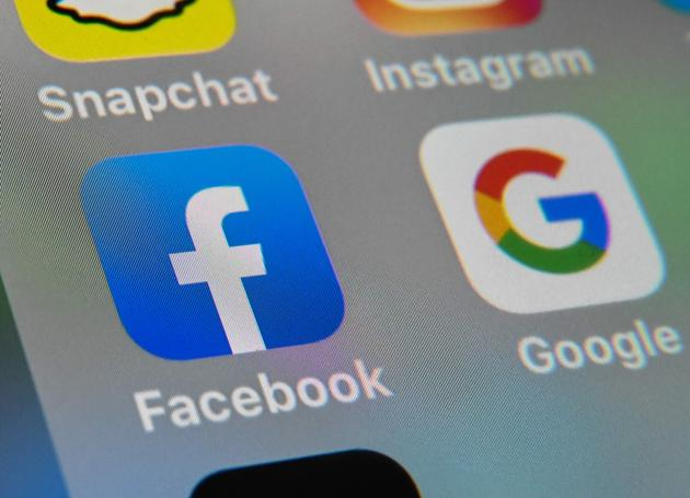 With Google, Facebook and other Silicon Valley companies eating into the traditional advertising pie in India, it is likely that the Indian news industry is going to lose revenue over the next few years as digital penetration increases at the cost of print revenues.(AFP)