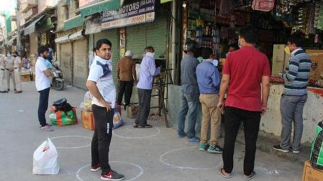 Traders in local shopping complexes, mainly located in residential areas, said that market complexes should be allowed.(Yogendra Kumar/HT file photo)