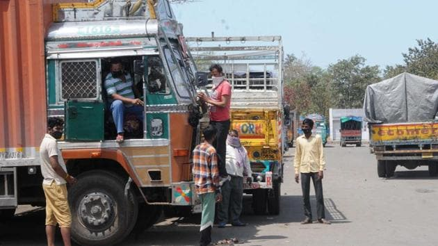 In a video conference with state transport ministers on Tuesday, Gadkari said states need to take urgent action so that blockades for trucks and lorries at inter-state borders are cleared at the earliest possible for smooth movement of essential goods to various parts of the country.(HT PHOTO.)
