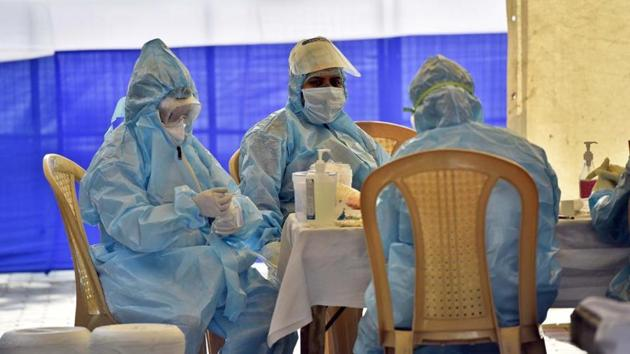 So far, at least 226 healthcare workers from 21 hospitals and several clinics across the city have tested positive for the infection.(Sanjeev Verma/HT photo)