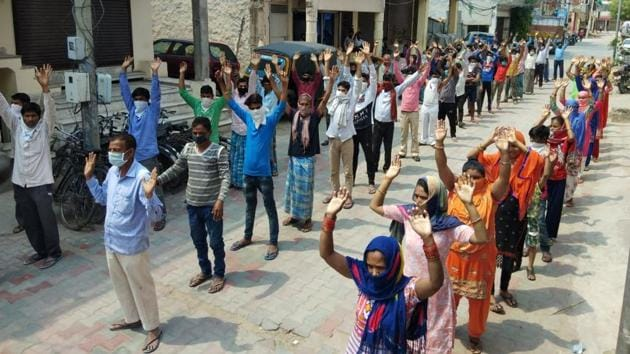 Families who live in Hem Vihar, Phase 1 in Baltana village, protested as they have no means to eat, asking the administration to provide them with ration on Wednesday.(HT photo)
