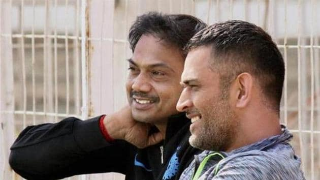 MS Dhoni interacts with former BCCI selection committee chairman MSK Prasad.(PTI)