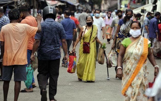People crowd seen at Rashmoni Bazar during the violation of nationwide COVID-19 lockdown, in Kolkata on Saturday.(ANI)