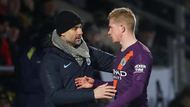 Manchester City's Kevin De Bruyne speaks with Manchester City manager Pep Guardiola.(Action Images via Reuters)