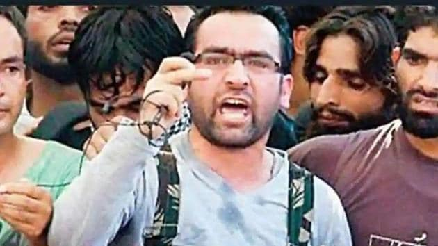 Riyaz Naikoo, who was leading the banned Hizbul Mujahideen in Kashmir valley, had been trapped in Beighbora village in Pulwama.((Photo: Twitter/@IjoydeepRoy))