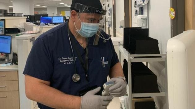 Dr Sanjeet Singh Saluja who had to shave off his beard so he could wear the necessary protective mask to treat Covid-19 patients at a hospital in Montreal.(Credit: MUHC)