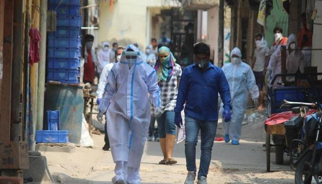 Medical workers in PPE overalls during a screening exercise in Gurugram's Sirhaul village which was declared a containment zone.(Yogendra Kumar/HT PHOTO)