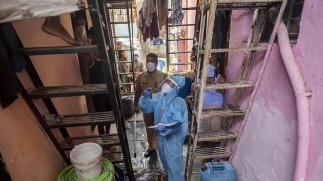 A medical screening organized for the residents of Naik Nagar slums in Dharavi during the nationwide lockdown, imposed in the wake of the coronavirus pandemic in Mumbai on Wednesday.(Satyabrata Tripathy/HT Photo)