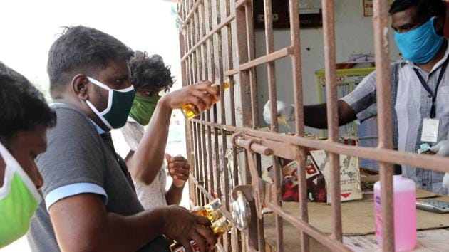 Liquor sales in UP after reopening of shops in the third phase of lockdown has grossed nearly Rs 300 crore.(ANI Photo)
