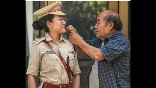 The image shows Deputy SP Rattana Ngaseppam of Imphal, Manipur and her father.(Twitter/@AmitHPanchal)