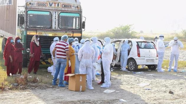 Several health workers claimed they had not been getting sanitisers, gloves or head gears.(HT Photo)