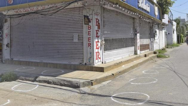 There are around 750 liquor vends in 150 groups in the district and all remained closed for the second day on Friday.(HT Photo)