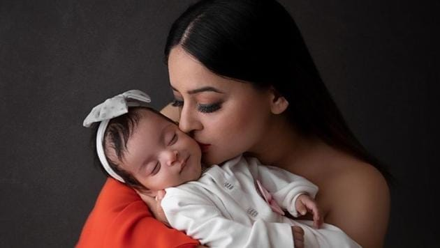 Mahhi Vij with daughter Tara.
