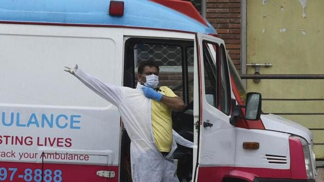 A driver gets into a PPE suit, outside the Covid-19 ward, during lockdown, in LNJP hospital, New Delhi, India, on Sunday, May 10, 2020.(Vipin Kumar/HT PHOTO)