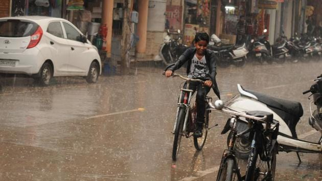 At least 38 districts of Uttar Pradesh have been affected by the rains and hailstorm.(Parveen Kumar/ HT file photo. Representative image)
