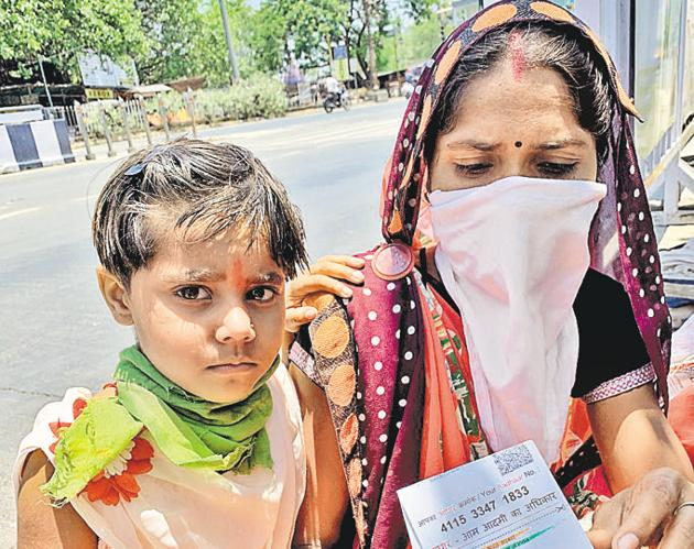 Babita Pal, a woman in her 20s who is speech impaired, along with her four-year-old daughter Vaishnavi, in the city on Wednesday.(HT/PHOTO)