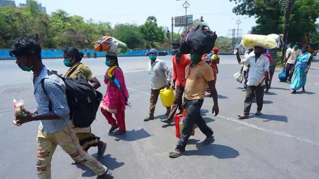 Migrant workers on way to their native places amid Covid-19 lockdown.(Praful Gangurde/HT Photo)