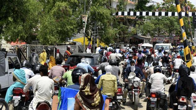 Traffic congestion seen near a railway crossing during Covid-19 lockdown, in Asti Road, Lucknow, on Tuesday.(Dheeraj Dhawan/HT Phoro)