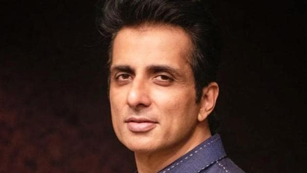 Sonu says his heart pains to see the migrants trying to walk all the way and struggling to reach their homes(Photo: Instagram/sonu_sood)