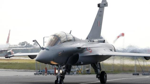 The first Indian Air Force Rafale fighter jet takes off after the delivery ceremony at the factory of French aircraft manufacturer Dassault Aviation in Merignac near Bordeaux, France.(REUTERS)