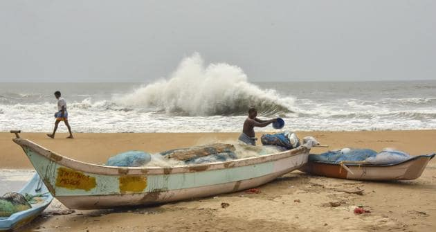 The extremely severe cyclone is expected to cross in between Digha in West Bengal and Hatiya islands in Bangladesh, IMD.(PTI)