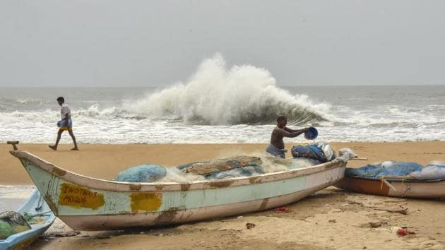 Fishermen have been advised not to venture into the sea till May 21, Special Relief Commissioner (SRC) P K Jena has said. The IMD has issued a warning to suspend all fishing activity in Bengal and Odisha till May 20.(PTI PHOTO.)