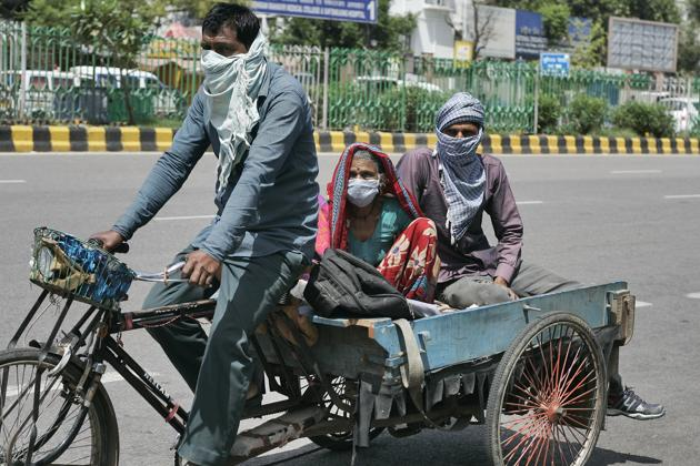 Government officials largely attribute the increase to the return of hundreds of thousands of migrant workers to rural areas in these states, with weak health infrastructure.(Burhaan Kinu/ Hindustan Times)