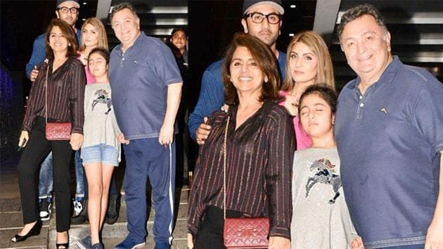 Late actor Rishi Kapoor with family.