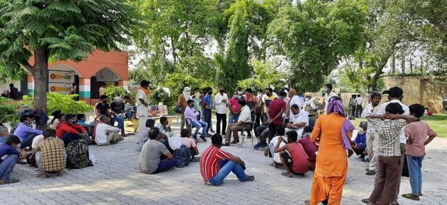 Desperate to reach their native towns, thousands of migrant workers are arriving regularly at the temporary shelter homes set up by the state government at the district headquarters.(HT PHOTO)