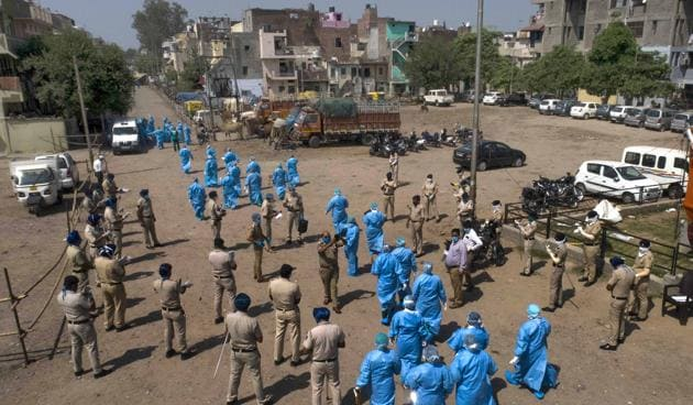 The new cases comprise two women aged 55 and 28 years, both from the hotspot of Bapu Dham Colony in Sector 26, and one man from Dhanas containment zone.(Keshav Singh/HT Representative Image)