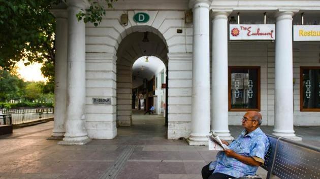 An elderly man reads newspaper on a deserted Connaught Place amid the coronavirus lockdown in New Delhi.(Amal KS/HT PHOTO)