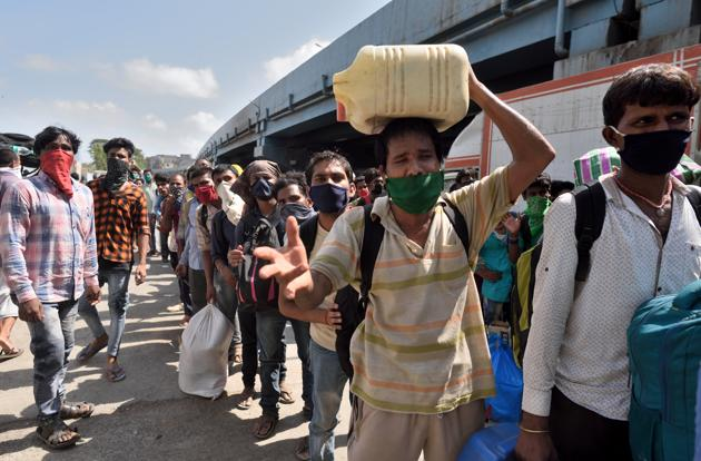 Migrant workers gathered at Sion station to board a special train to Uttar Pradesh during lockdown in wake of Covid-19 pandemic in Mumbai, India, on Tuesday, May 19, 2020.(Satish Bate/HT Photo)