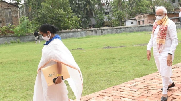 PM Narendra Modi and Chief Minister Mamata Banerjee on their way to attend a review meeting on Cyclone Amphan in West Bengal on Friday.(Photo: AITCofficial/ Twitter)