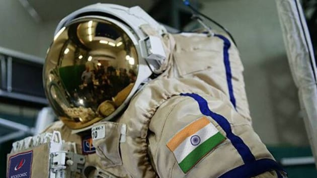Roscosmos tweeted a picture of the cosmonauts wearing space suit bearing Indian flag.(Roscosmos /Twitter)