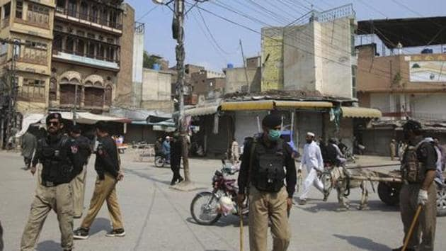 Pakistan recorded over 52,000 Covid cases on Saturday, with Sindh reporting 20,883 cases, the maximum among other provinces.(AP file photo)