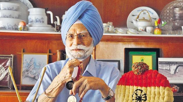 Veteran hockey Olympian Balbir Singh Senior,with his three Olympic medals.(Rajnish Katyal/Hindustan Times.)
