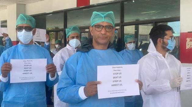 Doctors affiliated with GMCH Srinagar and its associated hospitals held a protest on Tuesday at Super Speciality Hospital in Srinagar against the government for failing to ensure their security.(HT Photo)