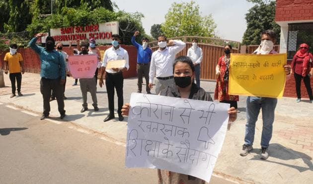 Parents protesting against collection of fee amid lockdown outside a private school in Chandigarh on Tuesday. Such protests have taken place outside at least five schools in the past one week.(Keshav Singh/HT)