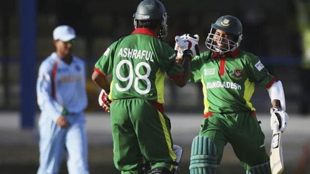 Mushfiqur Rahim with Mohammad Ashraful after scoring the winning runs for Bangladesh(Getty Images)