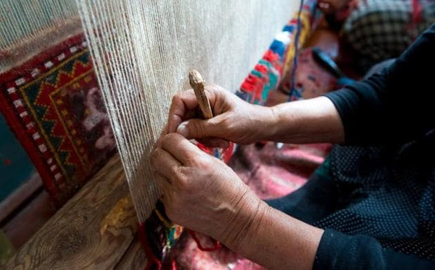 Around 4 lakh weavers are involved in carpet weaving in Bhadohi, Mirzapur and their adjoining areas in eastern UP.(Representative image)