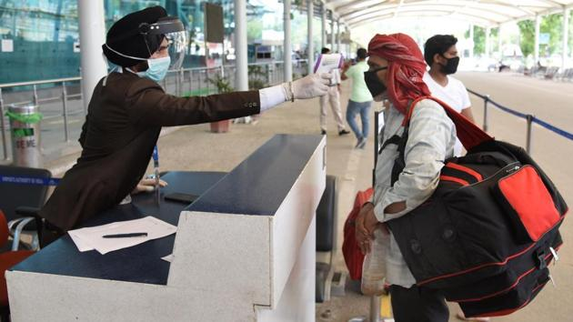 An employee thermal screens a passenger before allowing into Sri Guru Ramdas Jee International Airport in Amritsar, Punjab, India on Monday, May 25, 2020/ representative image.(Sameer Sehgal/Hindustan Times)