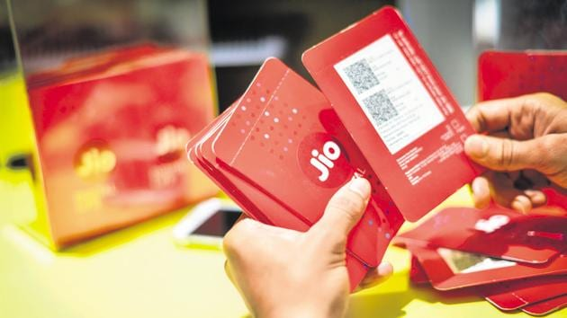 Reliance Jio plans to set up data centres across the country and use Microsoft Azure's cloud services for enterprise clients.(Aniruddha Chowdhury/Mint)