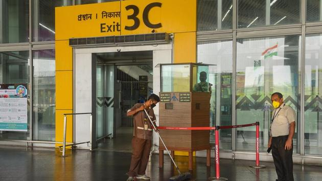 A worker cleans the floor at Kolkata airport ahead of the resumption of domestic flights from Thursday.(PTI Photo)