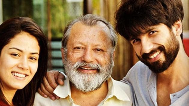 Shahid Kapoor poses with wife Mira Rajput and father Pankaj Kapur.