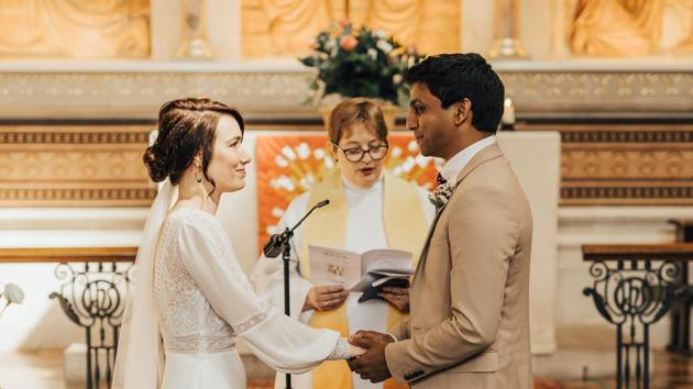 The image shows the happy couple getting married.(Twitter/@GSTTnhs)